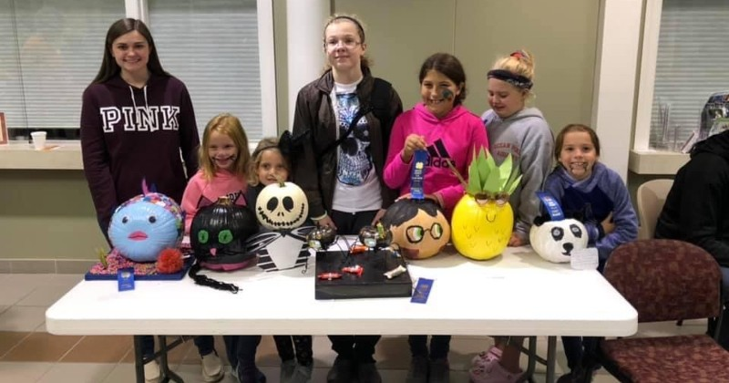 Lucky Leaf 4-H Club Pumpkin Painting