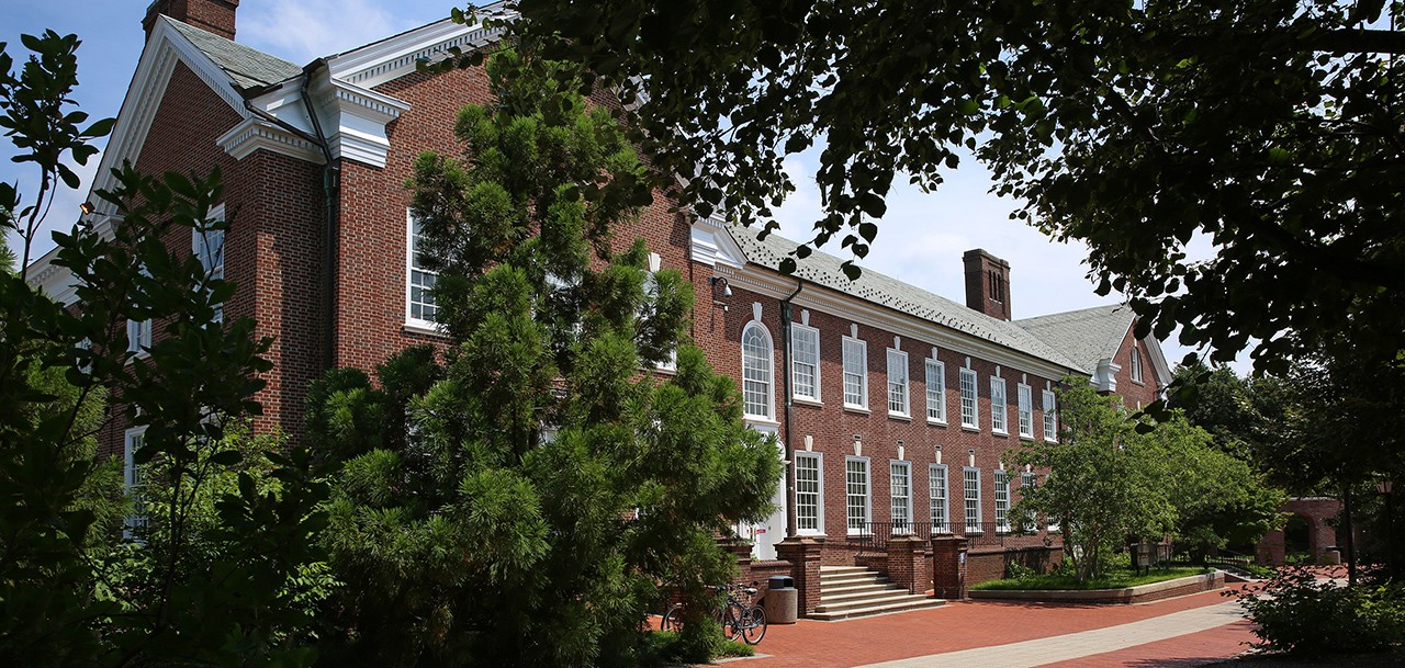 Hullihen Hall on the University of Delaware campus.