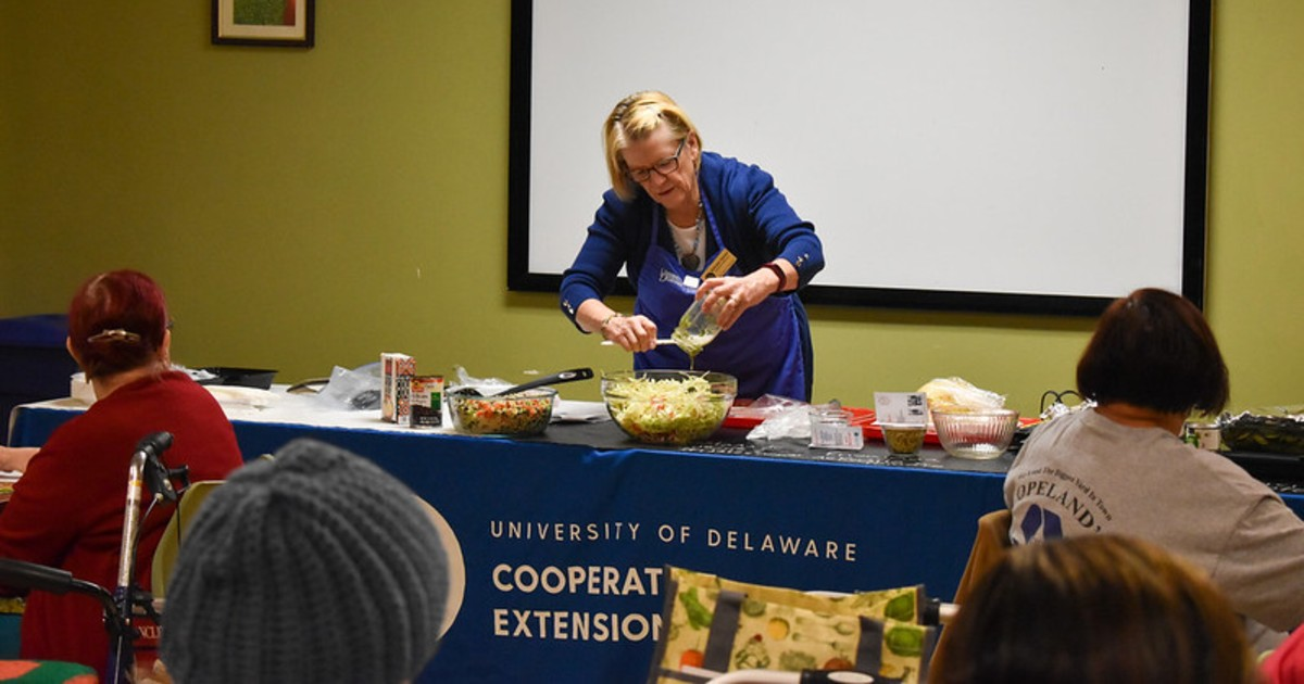 Kathleen Splane instructs a Dining with Diabetes session