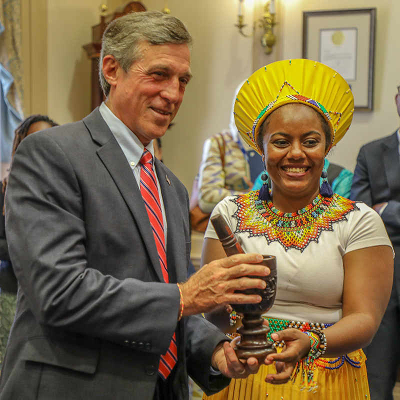 A UD Mandela Washington Fellow presents Governor Carney with a gift