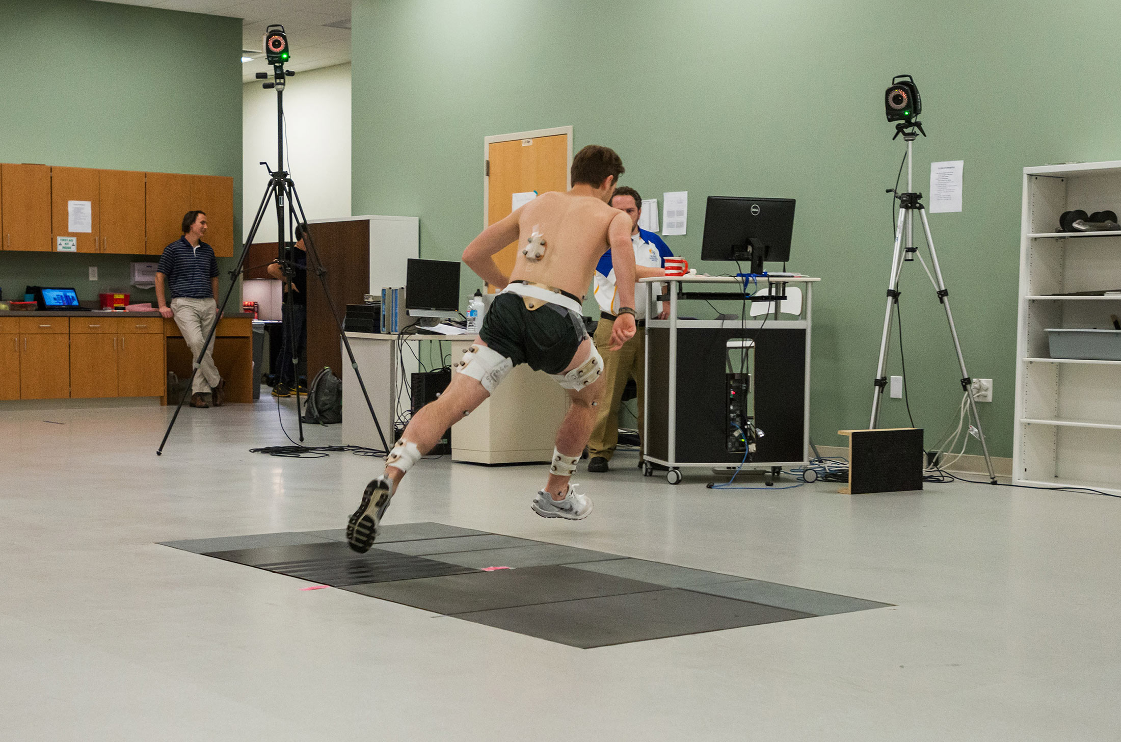 kinesiology college Kinesiology studies physical activity and human movement, and explores their impact on health, society, and quality of life students examine movement from the neuromechanical, physiological, psychological, and sociological perspectives.