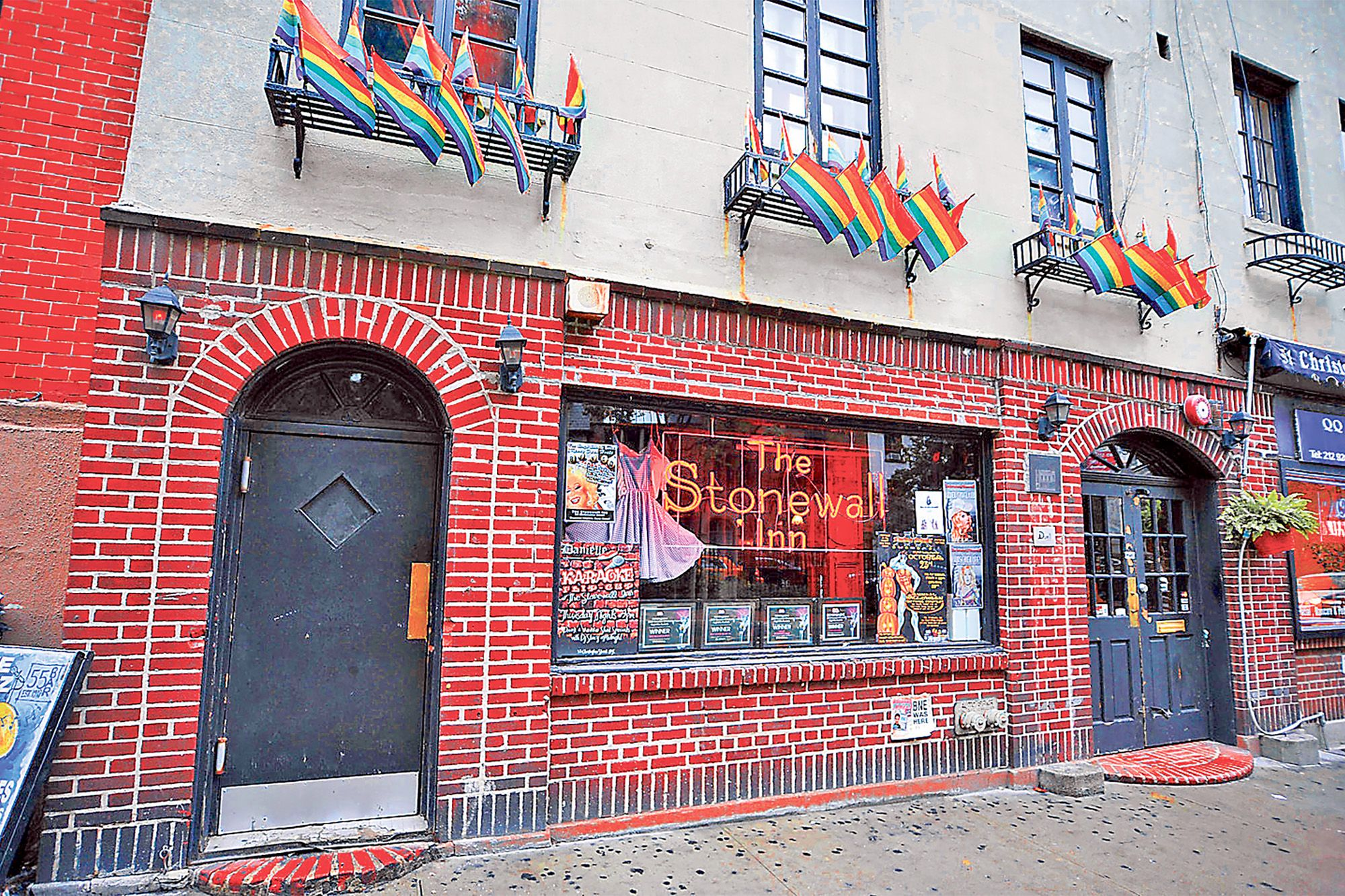 The exterior of the Stonewall Inn