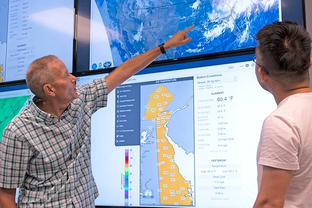 Student and professor in the Meteorology Visualization Lab