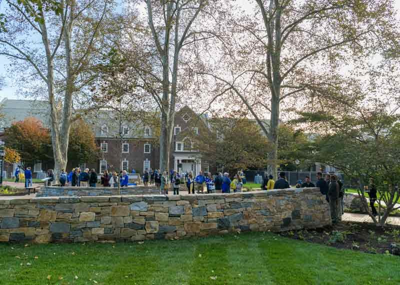 Photograph of the dedication of the Alumni Circle on the University of Delaware campus.