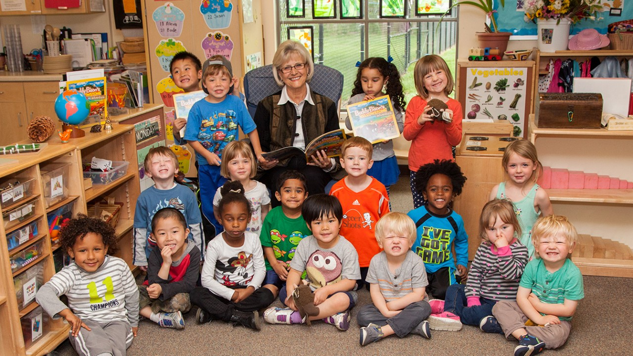 Alumna Ilona Holland reads 'Buddy Bison' to ELC students