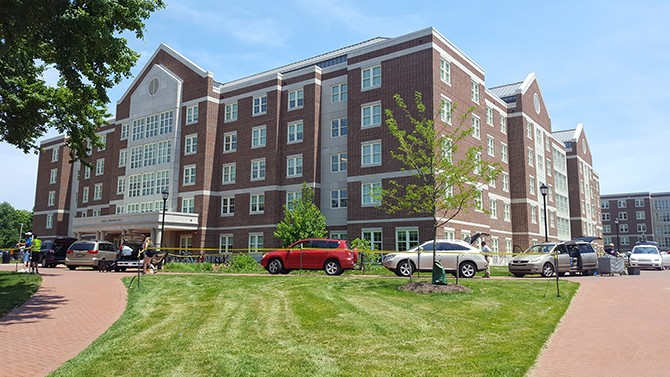 Students move out of residence halls