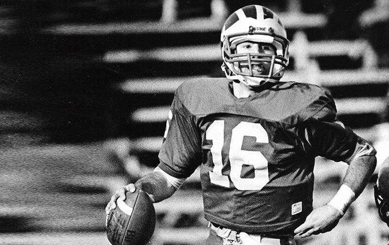 Rich Gannon playing QB for UD in 1985