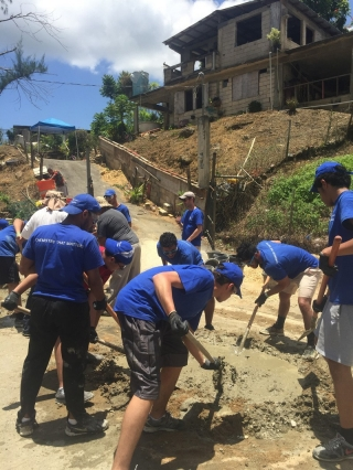Saudi students lend a hand in Puerto Rico