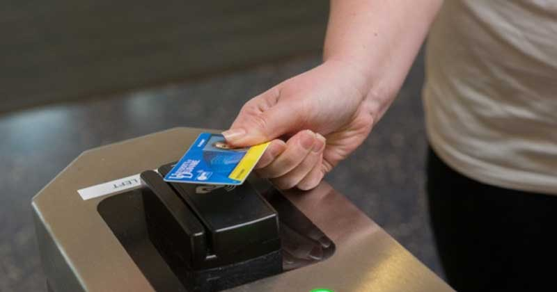 Student swipes Onecard