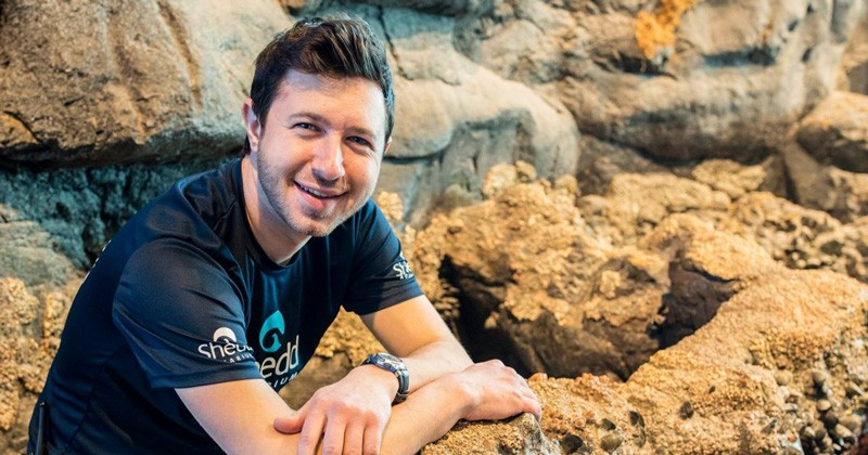 University of Delaware alumnus Jonathan Dinman works at Shedd Aquarium in Chicago as an aquarist.