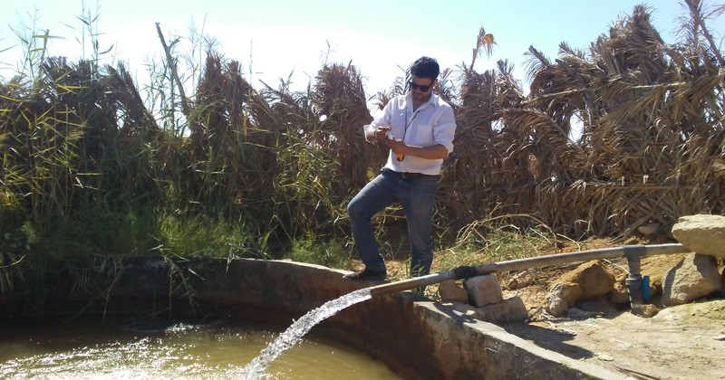 UD doctoral candidate Mahmoud Sherif takes groundwater samples from an aquifer in Egypt.