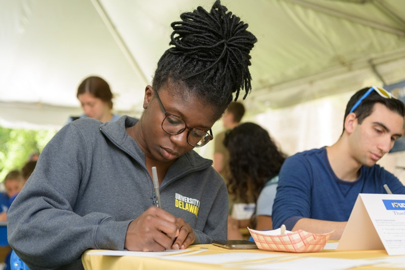 UD students wrote thank you notes to donors during I Heart UD Giving Day on May 15, 2019.