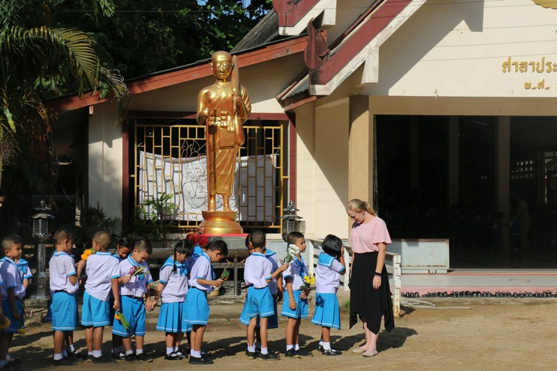 5149-line-children-thailand-school-allison-scott-IMG-5149-800x533