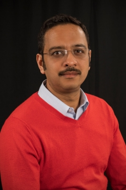 UD Professor Harsh Bais is advancing fundamental research to understand how beneficial bacteria help plants get nutrients, fight pathogens and increase crop yields.